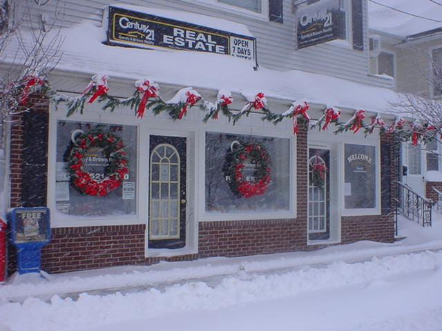 Gandy & Brown Realty are Decorated for Christmas.