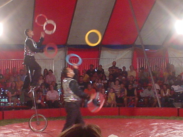 Juggling on Unicycles