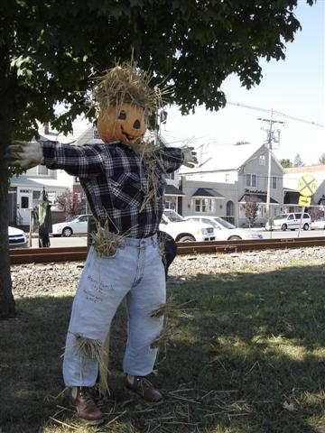 Scarecrows lining East Railroad Avenue