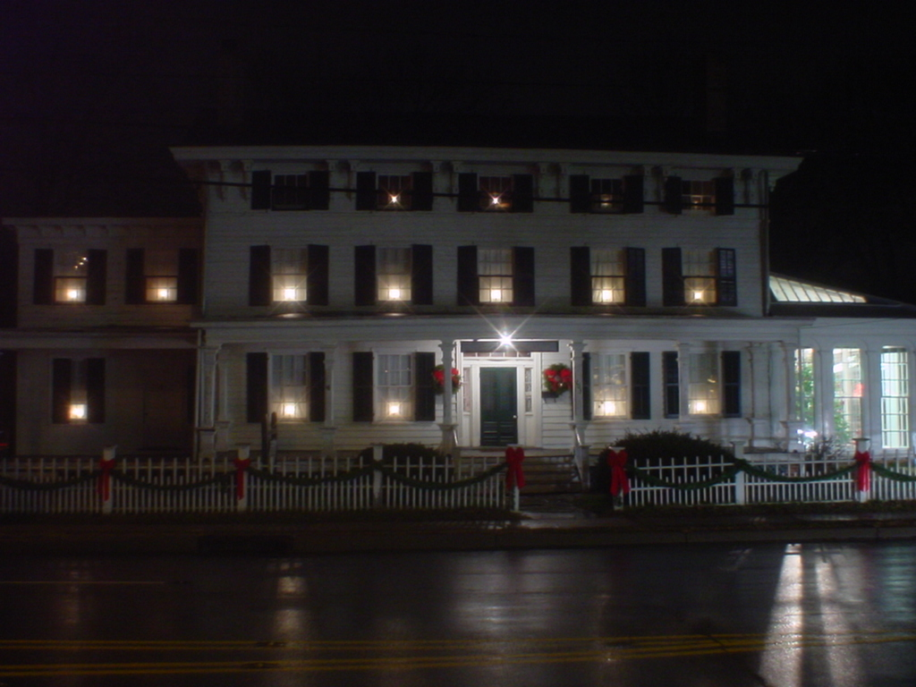 Lakeview Mansion @ Christmas.